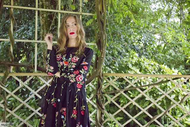 Vestido bordado floral de Zara