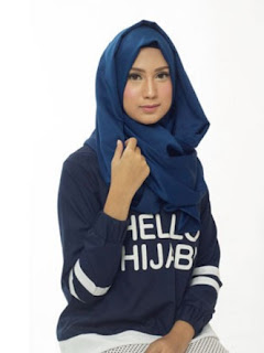 tentu saja anda telah mengenal hijab scarf satin Pakai Hijab Satin Scarf Ala Icha Haddad
