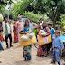 बाढ़ पीड़ितों के बीच तिरपाल और खाने की सामग्री का हुआ वितरण।