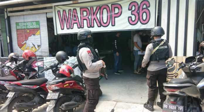 Personel Batalyon A Pelopor Satuan Brimob Polda Sulsel imbauan masyarakat pentingnya memakai masker