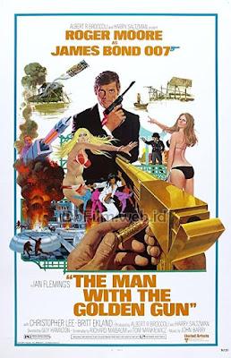 Sinopsis film The Man with the Golden Gun (1974)