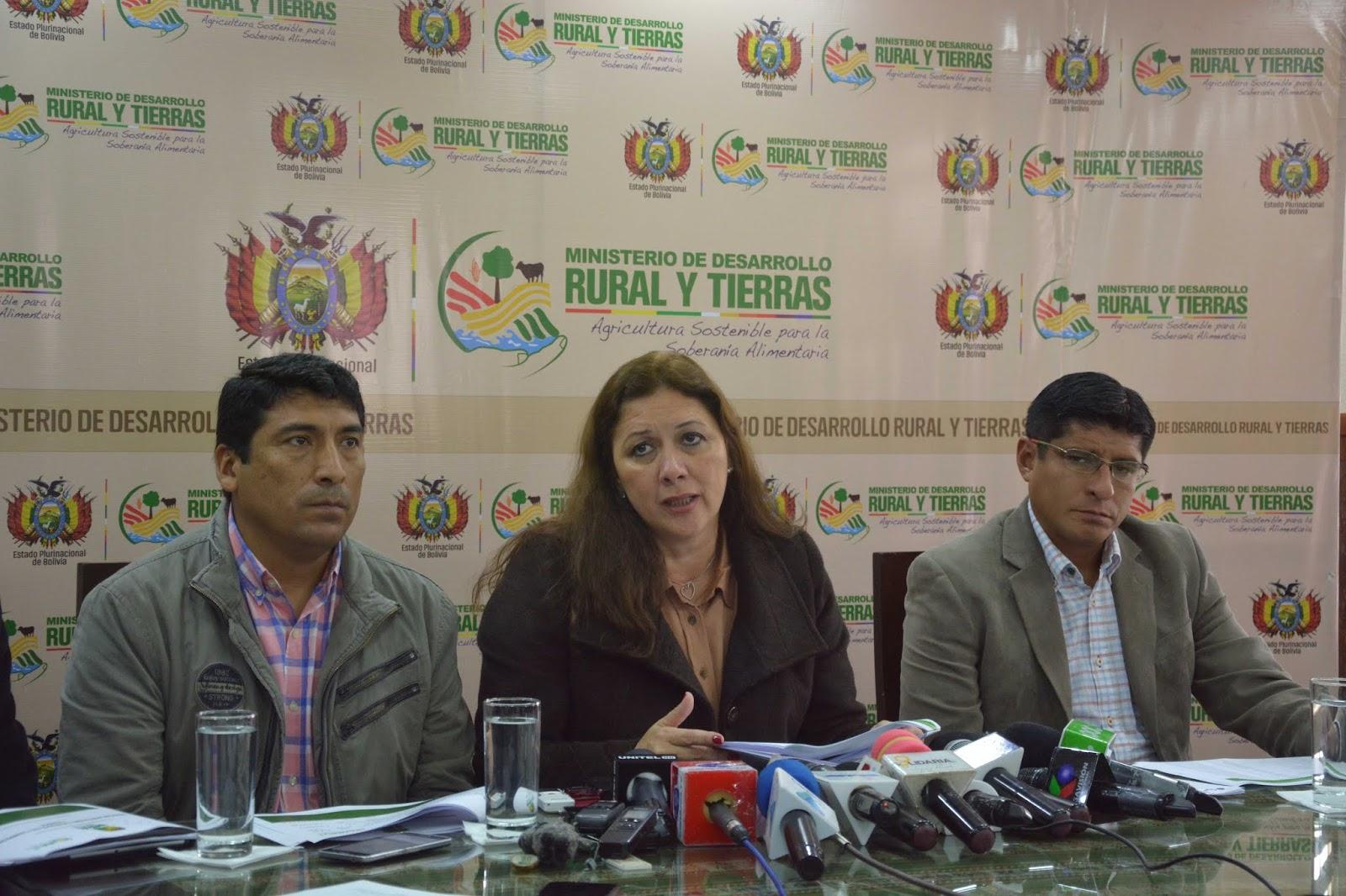 Ministra Capobianco verificó que los terrenos no cumplían ninguna función social y estaban abandonados / MDRYT