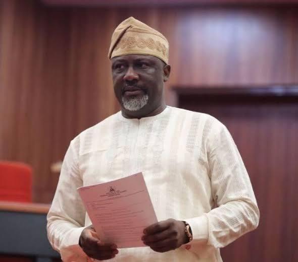 VIDEOS: Dino melaye storms INEC headquarter in Abuja