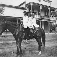 Visitors in front of Kerrville's Pampell's around 1905