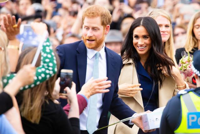 Pangeran Harry dan Meghan Markle Masih Gunakan Logo Kerajaan