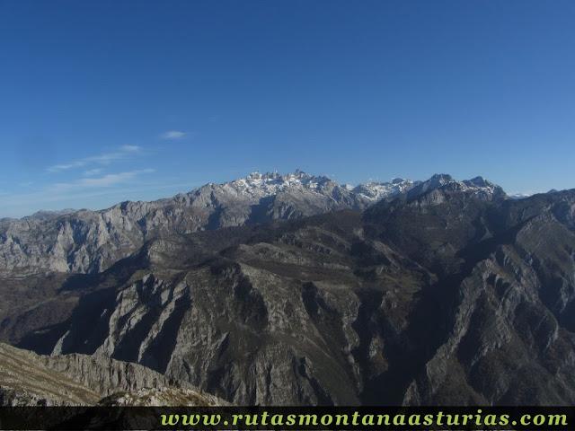 Vista de Picos de Europa desde Carriá