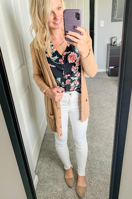 How to Style a Floral Top for Fall || White jeans with floral top