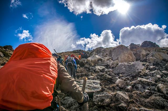 memisahkan diri dari rombongan pendakian