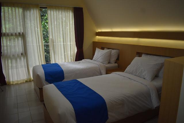Tempat tidur di Kampoeng Media & Cottage Yogyakarta