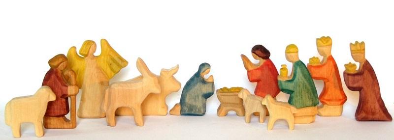 baumstammbuch wooden nativity set