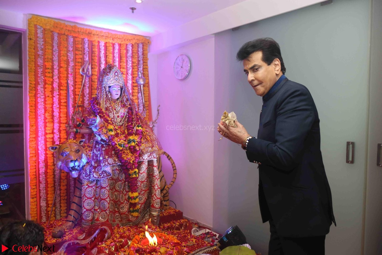 Sachin Tendulkar with his wife at Mata ka Jagrata hosted by Anu Malik 16th March 2017