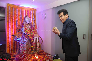 Sachin Tendulkar with his wife at Mata ka Jagrata hosted by Anu Malik 35.JPG
