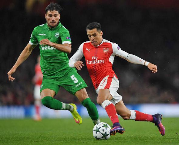 Alexandre Lacazette to Arsenal: Deal fast approaching yet Man City surround Alexis Sanchez