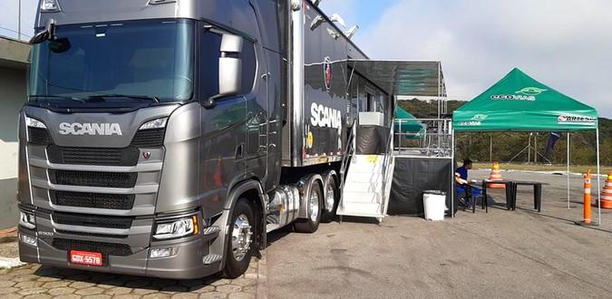 Scania participa de ação de apoio aos caminhoneiros
