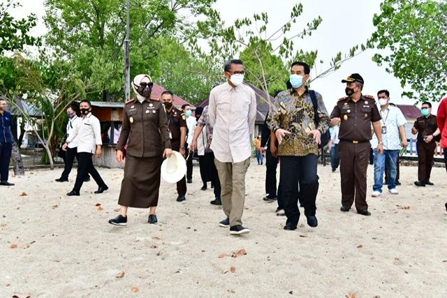 Nurdin Abdullah Gandeng KPK, Pemkot dan Kejati Tertibkan Pengelolaan Pulau Kayangan