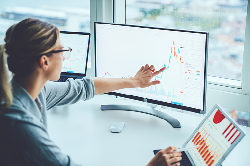How to Become an Investment Banking Analyst in Future - A Guide for 2020-2021