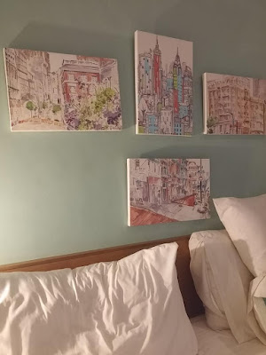 lukisan di kamar hotel sandalwood