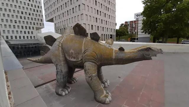 Труп пропавшего без вести мужчины нашли внутри статуи динозавра, и его смерть поразила даже полицию