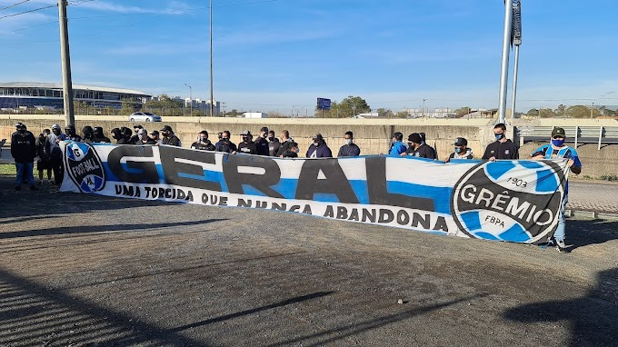 Torcedores preparam protesto em frente à concentração do Grêmio