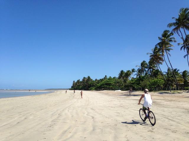 Passeio de bicicleta na Quarta Praia, Morro de São Paulo, Bahia