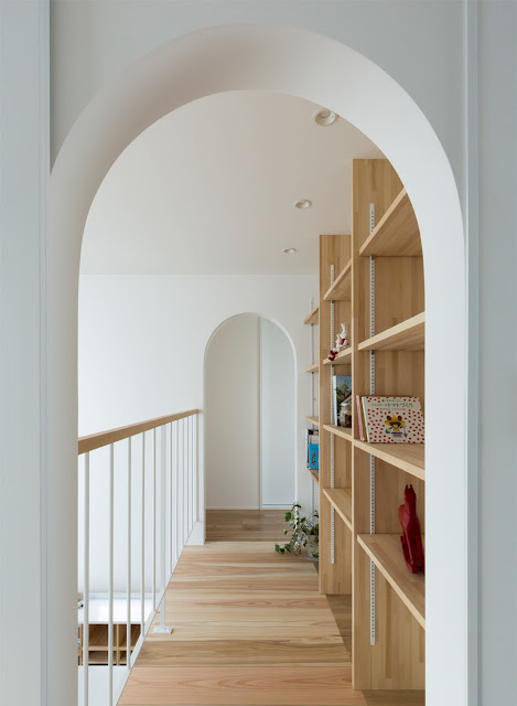 Offene Architektur als Loft im Haus mit japanischem Purismus im Design