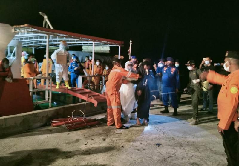 Dihantam Badai saat Berlayar di Laut Natuna, Tujuh Nelayan Ditolong Kapal Tiongkok dan Dievakuasi Basarnas