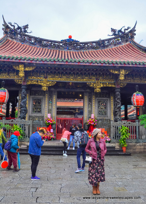 Quick stop at Longshan Temple