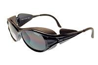 Yanları ve üstü kapalı kar güneş gözlüğü