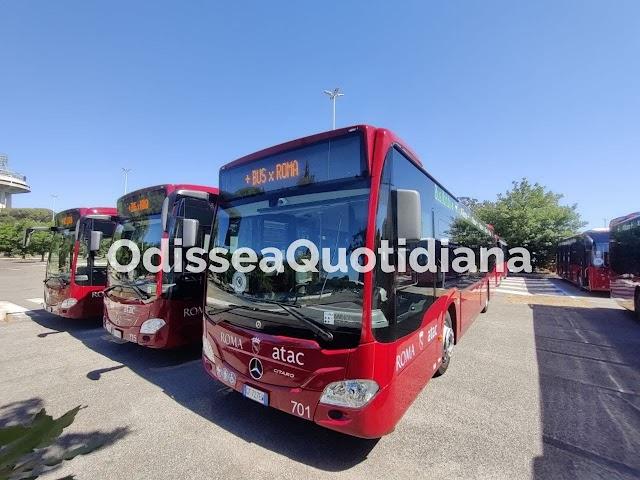 La presentazione dei nuovi bus ibridi