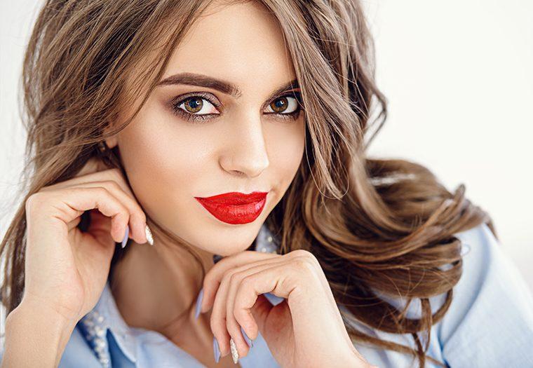 crveni_ruž-djevojka-make_up-simbolika-samopouzdanje-prkos