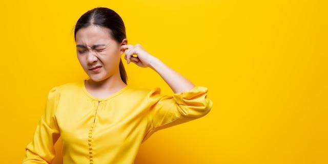 Comment déboucher les oreilles ? Astuces maison efficaces !
