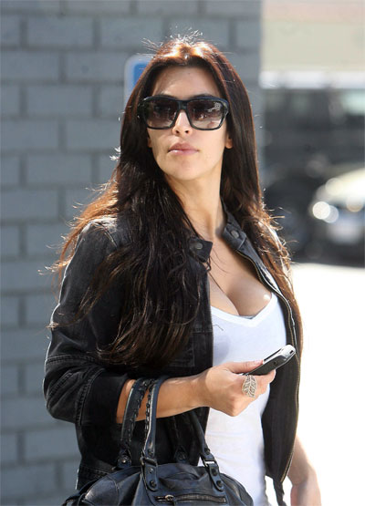 2878b8ff24a Black Sunglasses Kim Kardashian Wears