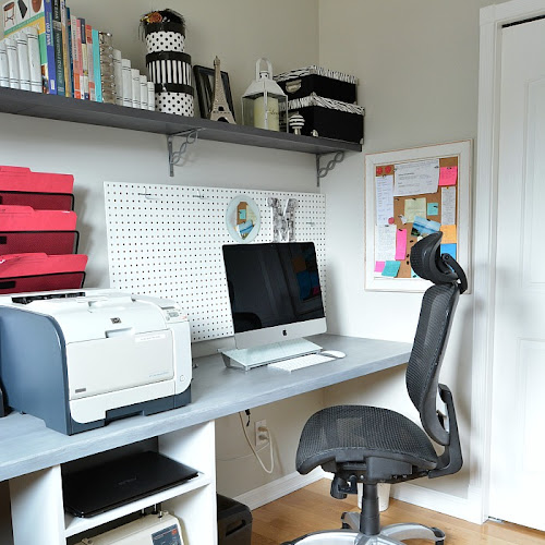 DIY Space Saving Floating Desk Idea