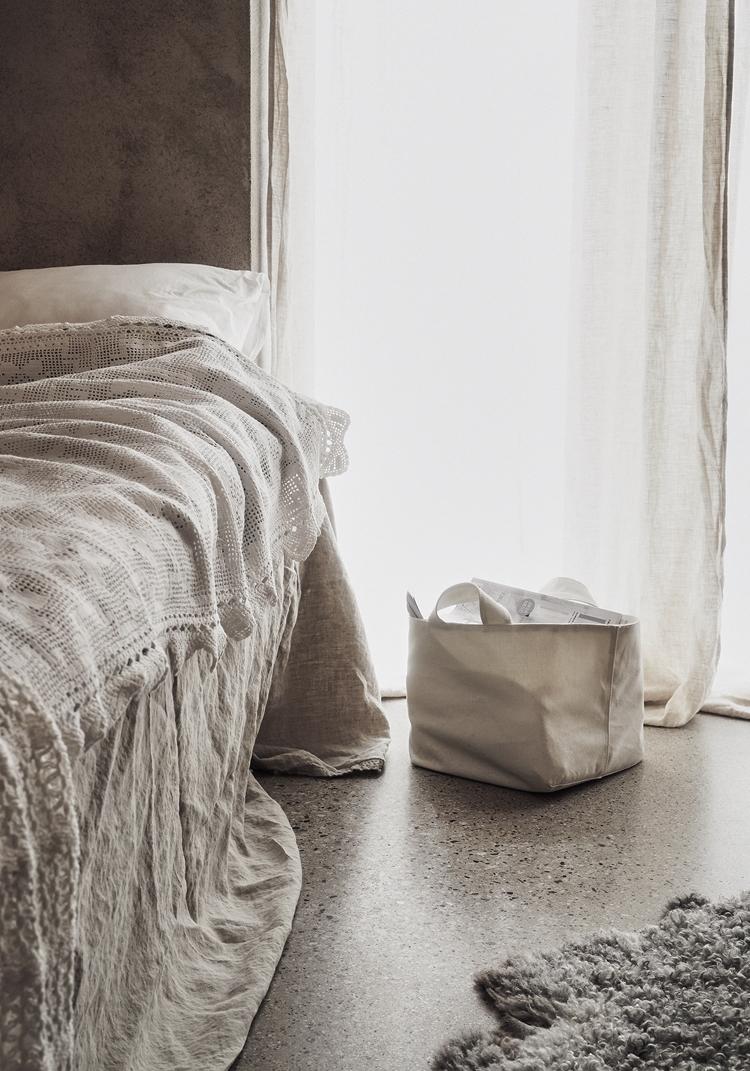 ropa-cama-blanca-sabana-plaid-cojin-funda-bolsa-mano