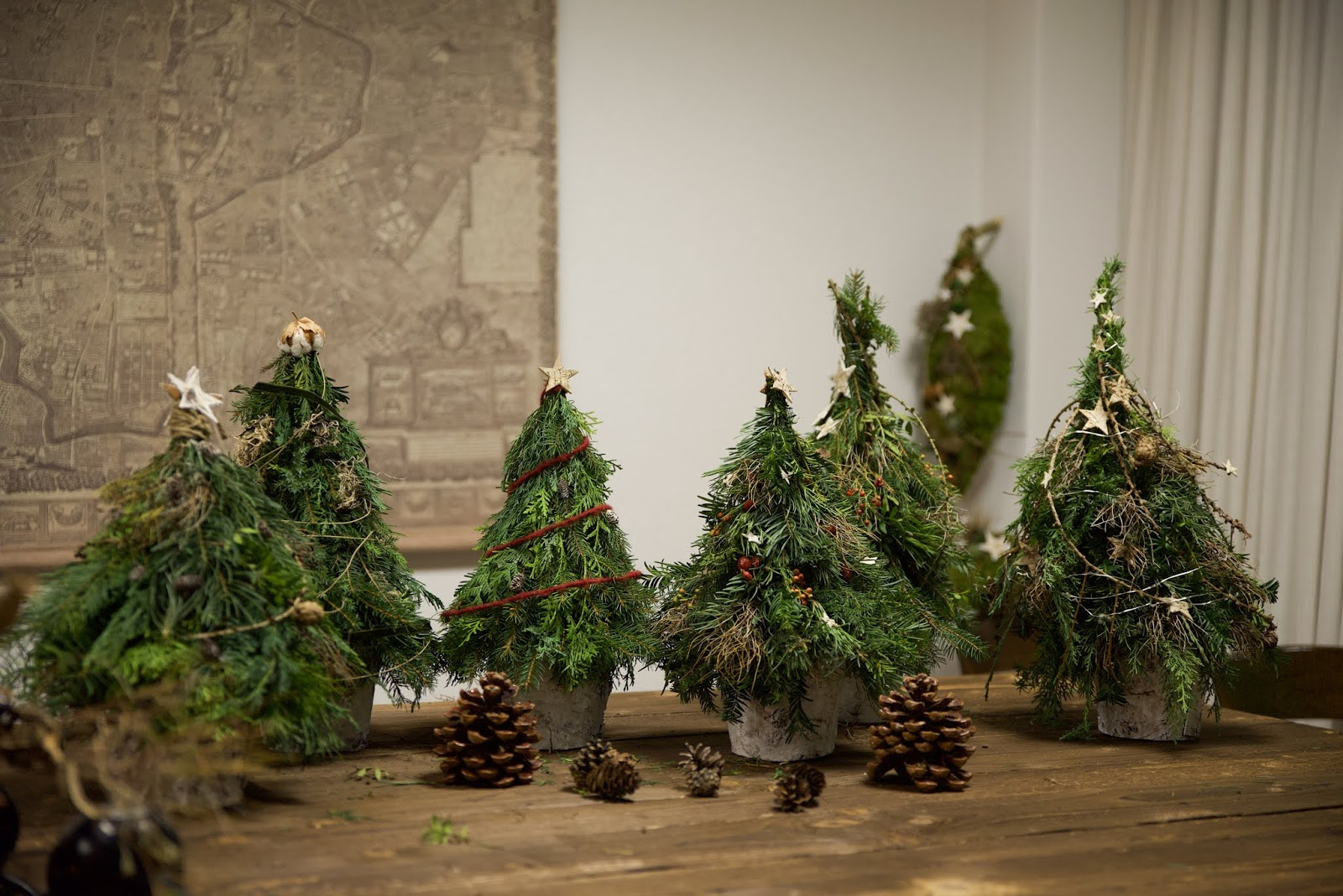 Workshop Rückblick Winterdeko aus Naturmaterialien von Kreativ-Natürlich-Ideenreich: Dekostab Gartenstab Mooskranz Winterbäume Winterbaum  mit tollen Materialien Ideen Inspirationen Kreativsein winterliche Deko und mehr gestalten