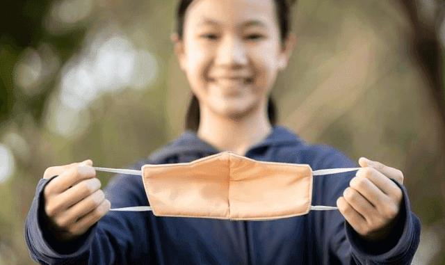 كيفية استخدام قناع من القماش لمنع الإصابة بفيروس كورونا