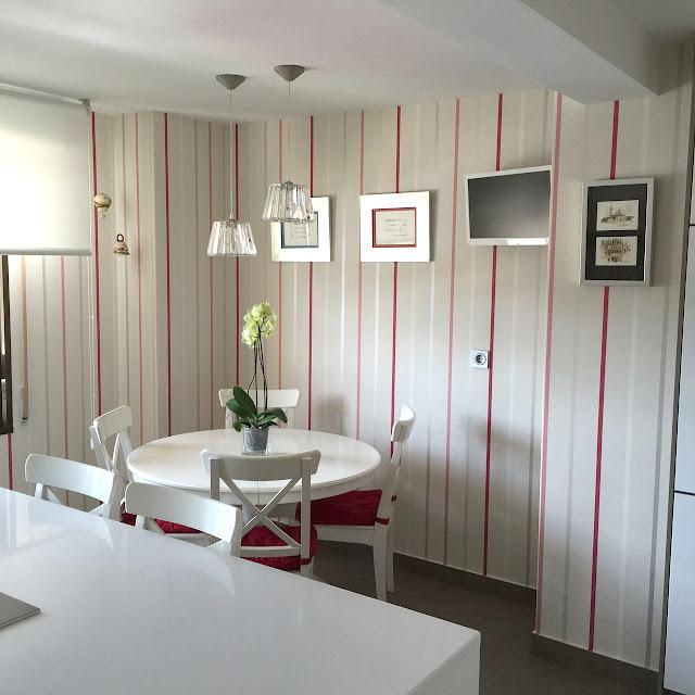 Papel pintado de rayas en la cocina - Laura Ashley Burgos