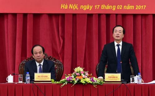 Bộ trưởng bộ xây dựng Phạm Hồng Hà tại buổi họp
