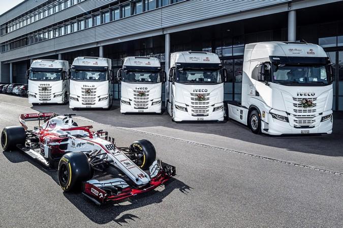 Alfa Romeo Racing ORLEN renova frota com cinco caminhões IVECO S-Way