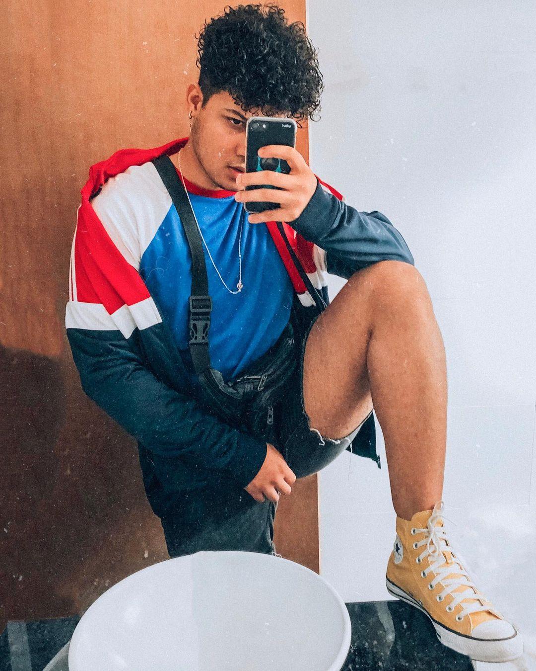 look masculino com all star cano alto preto vermelho amarelo rosa chucky taylor moda estilo poses foto instagram