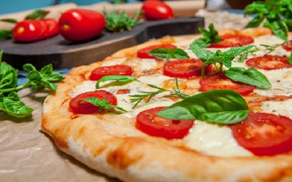 Receita de pizza Low Carb Marguerita com massa de Couve Flor (Imagem: Reprodução/Saúde Fortaleza)