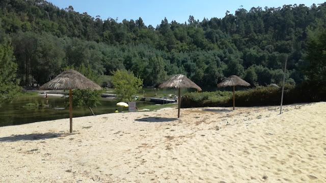 Chapéus de Sol de Praia da Praia fluvial de Verim