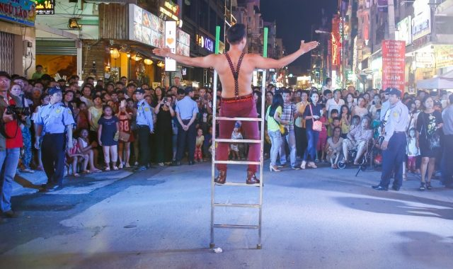 A circus performance at the Bui Vien Street.