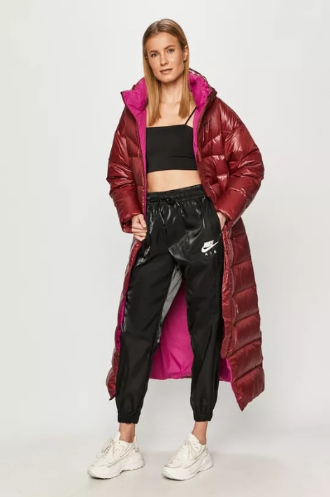 Nike Sportswear - Pantaloni negri de trening luciosi la moda