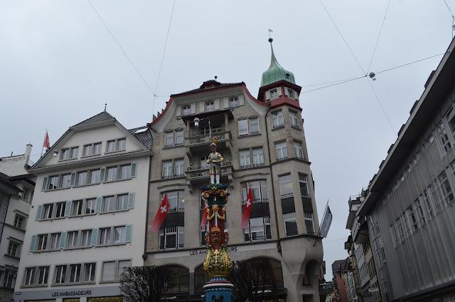 Altes Luzerner Rathaus uma fonte