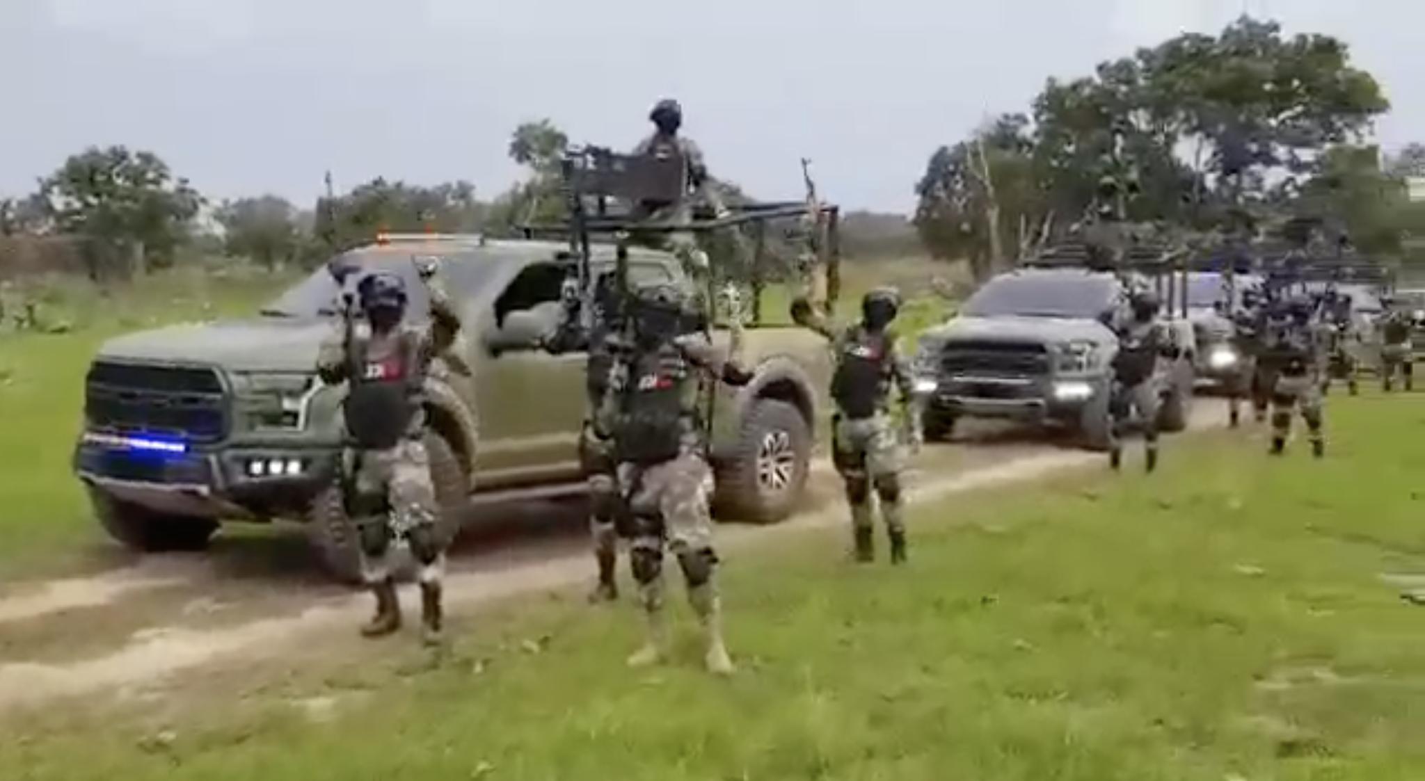 """Video: Cárteles Unidos alardea y presume quema de una """"Raptor"""" de las Fuerzas Especiales del CJNG en Michoacán"""