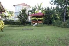 Villa Keluarga Kecil ada halaman di lembang