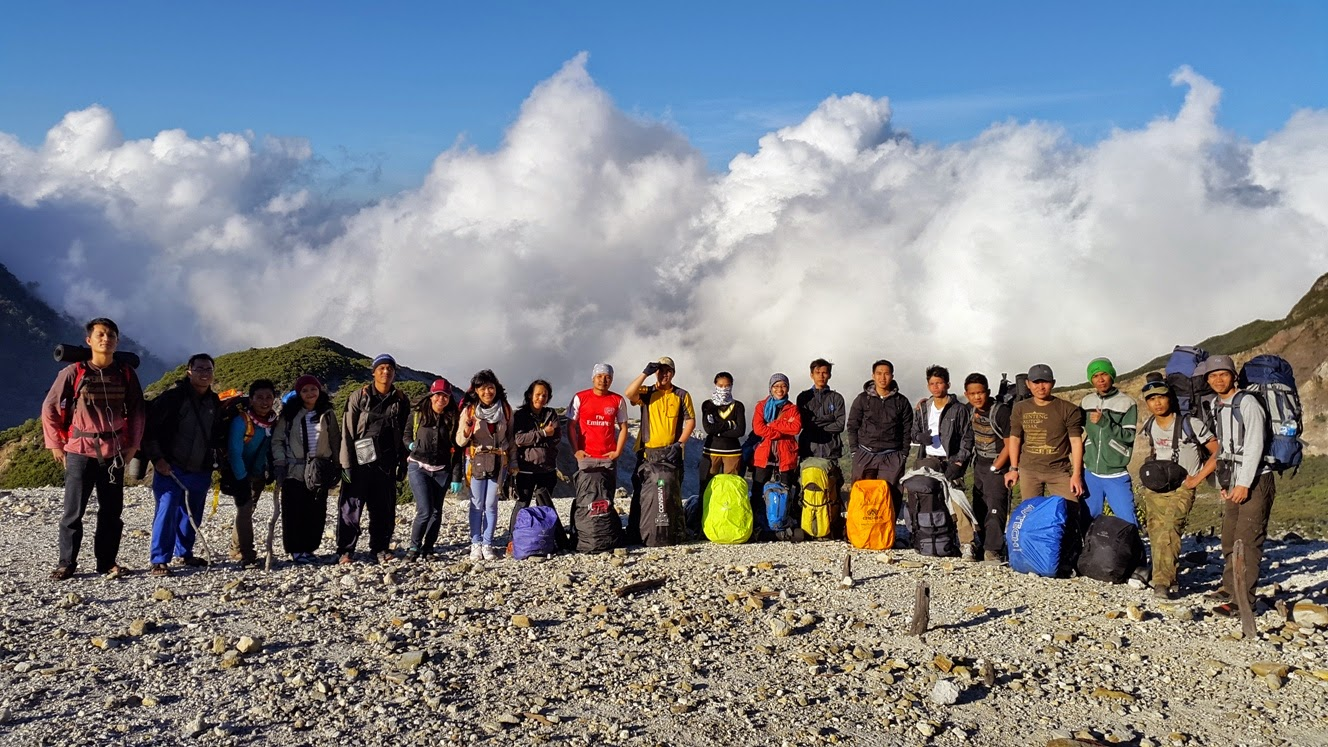Hiking Fun Gunung Papandayan 2014