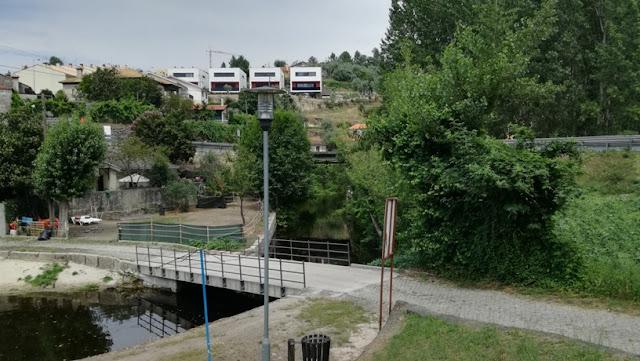 Pontão sobre o Rio em Larim