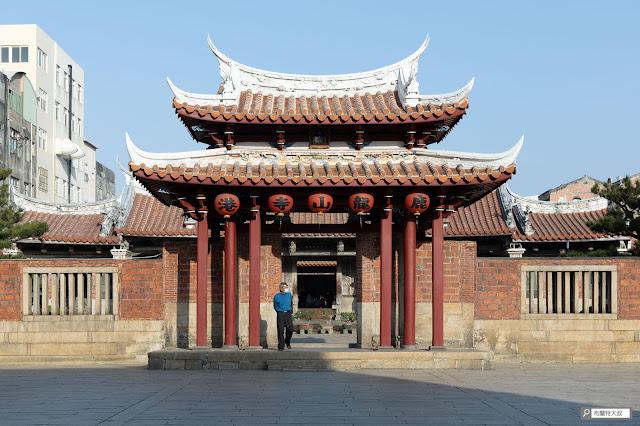 【大叔生活】2021 又是六天五夜的環島小筆記 (下卷) - 鹿港龍山寺的建築設計十分雅緻,也是國家一級古蹟